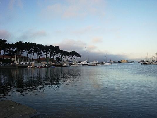 St. Francis Yacht Club, CB